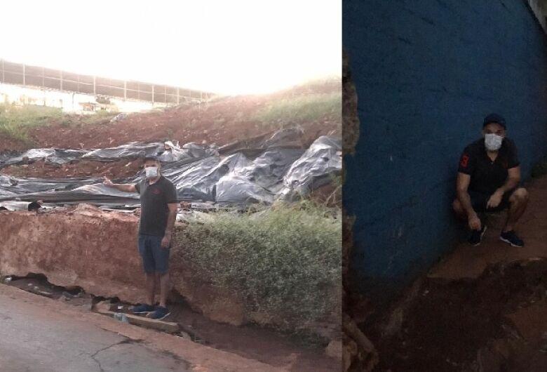Vereador Rodson solicita término da obra de contenção do muro do pontilhão da Travessa Oito e reparo em calçadas
