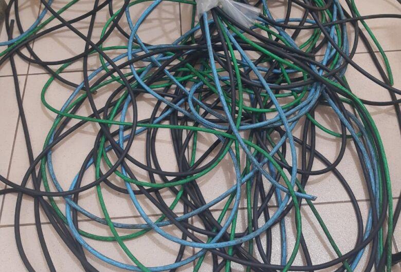 Ladrão é detido após furtar cabos de estabelecimento comercial