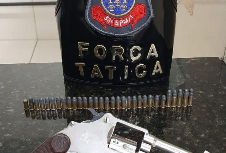 Força Tática apreende arma e munições, encontradas em veículo no São Carlos 8