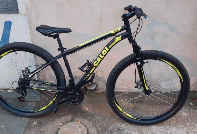 ROCAM flagra morador de rua com bicicleta furtada