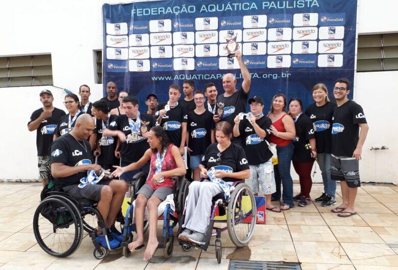 Equipe de natação são-carlense busca apoio junto à empresários para atletas ACDs