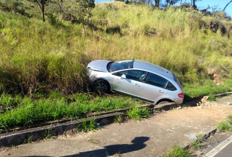 Motorista se envolve em acidente após perder controle ao desviar de bicicleta motorizada na Serra do Aracy