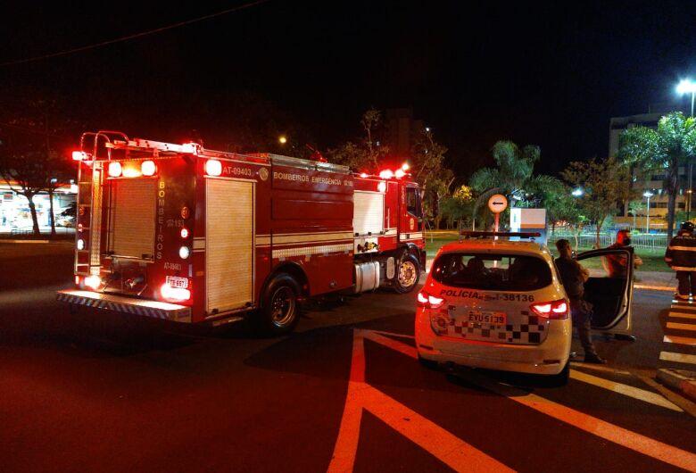 Princípio de incêndio atinge veículo na região do Parque do Kartódromo