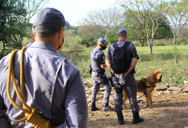 Bombeiros e BAEP fazem buscas para tentar localizar idoso desaparecido desde quarta-feira