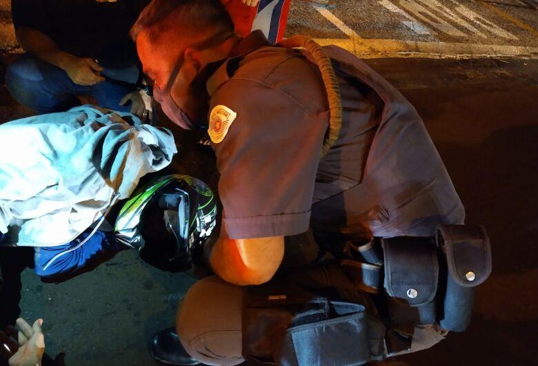 Motociclista bate na traseira de caminhão na Henrique Gregori