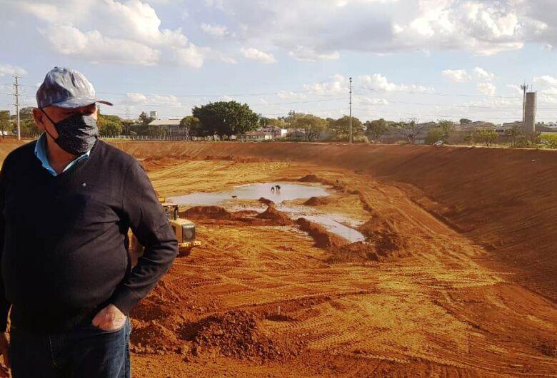 Airton acompanha obras de construção do piscinão da CDHU