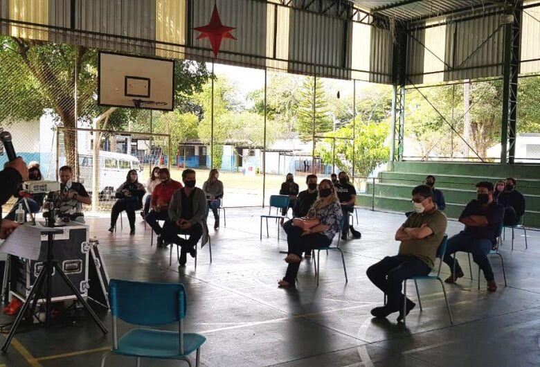 Secretaria de educação propõe planejamento para retorno das aulas presenciais na rede municipal