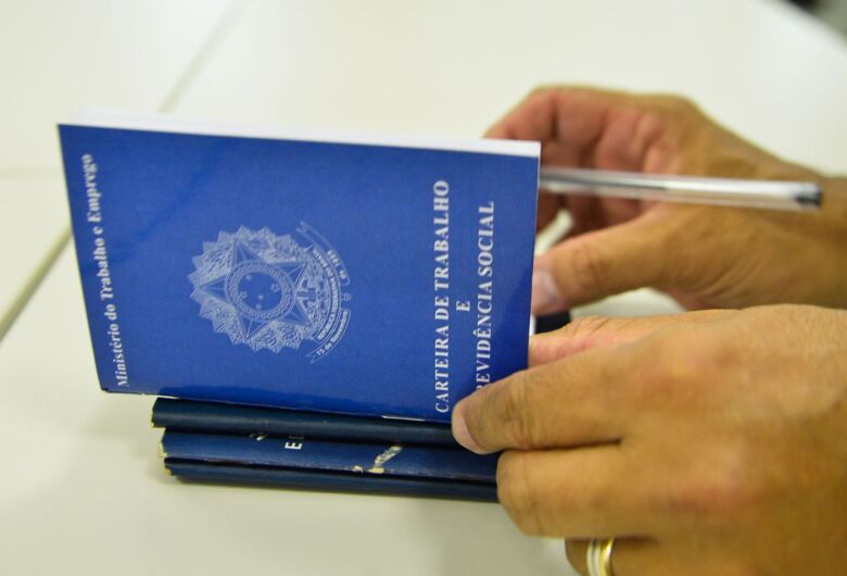 Pandemia fecha 39,4% das empresas paralisadas, diz IBGE