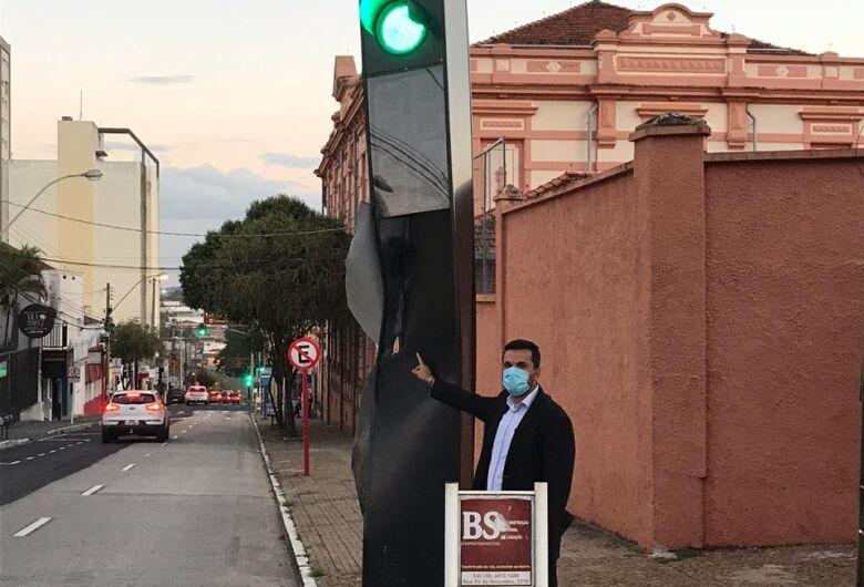 Vereador rodson pede o reparo no totem de semáforo na esquina rua 7 de Setembro com Dona Alexandrina