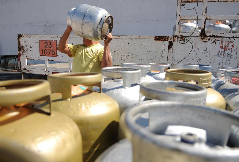 Petrobras reajusta preço do gás de cozinha em 5% nas refinarias