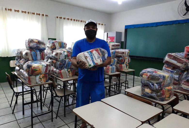 Prefeitura de Ibaté faz entrega de kit merenda escolar