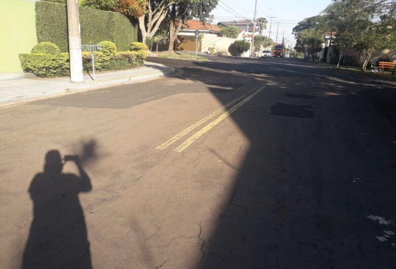 """Moradores pedem recape em rua """"esquecida"""" no Jardim Cardinalli"""