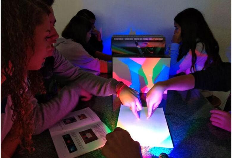 Kits educativos e temáticos de ciências são desenvolvidos em parceria com o centro de pesquisa em óptica e fotônica – IFSC/USP e podem ser aplicados no ensino a distância