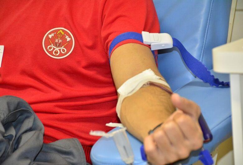 Bombeiros fazem campanha pra incentivar doação de sangue