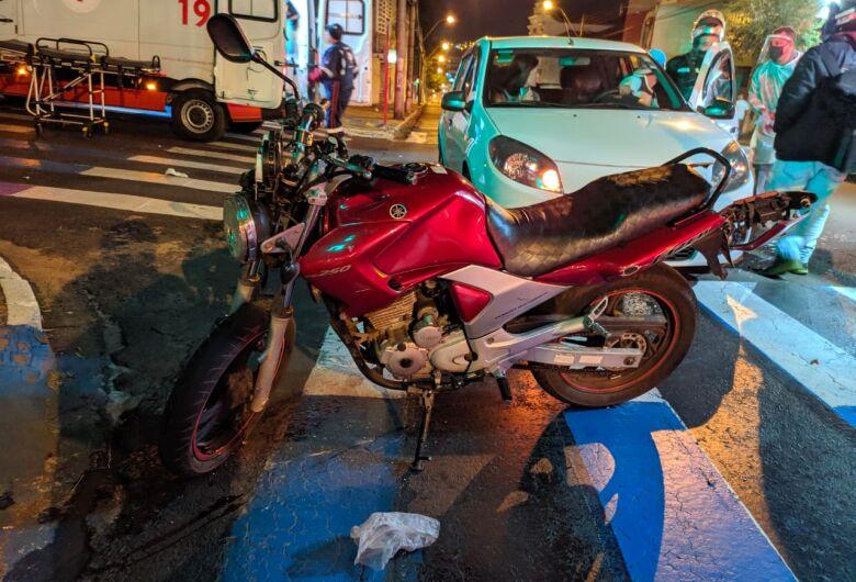 Colisão entre duas motos deixa três pessoas feridas no Centro