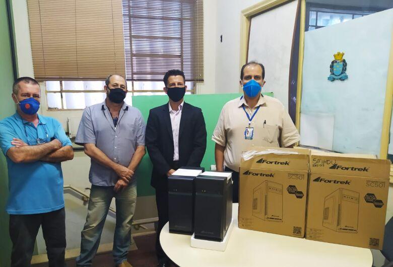 Fiscalização recebe novos computadores através de emenda parlamentar do vereador Elton Carvalho