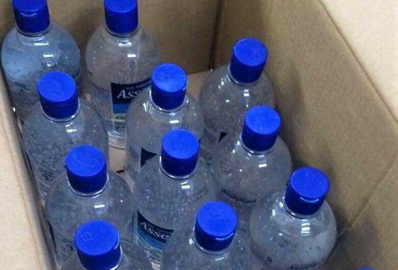 Voluntários e empresários doam álcool líquido e em gel para ajudar a Santa Casa