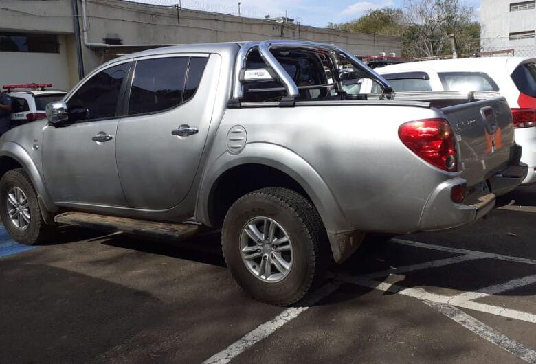 Adolescente é detido após roubar caminhonete no Douradinho