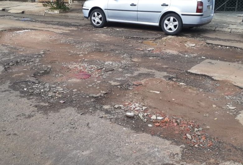Rua com asfalto precário gera revolta no Cruzeiro do Sul