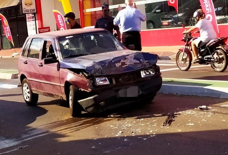 Colisão danifica três veículos na Avenida São Carlos