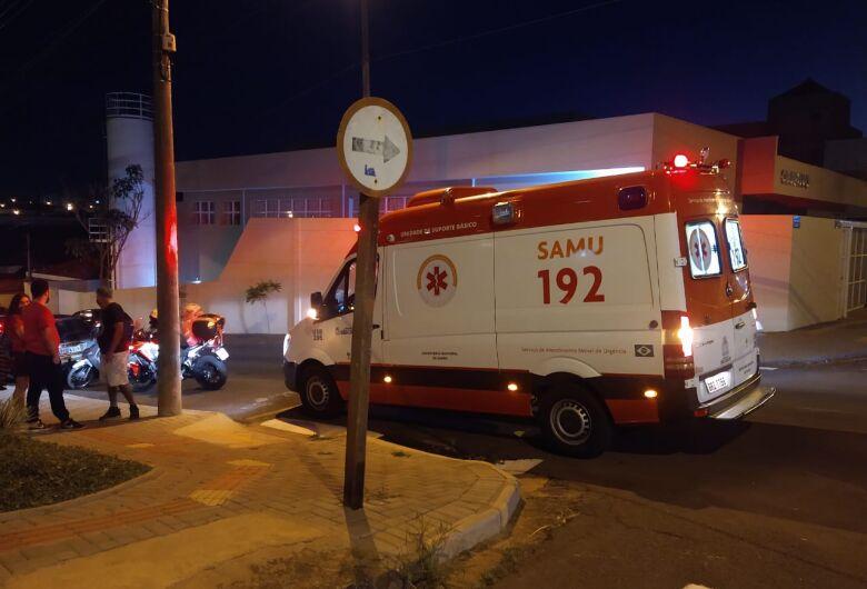 Acidente entre duas motos deixa jovem ferido no Centro