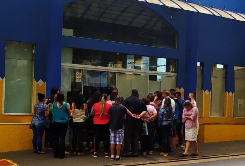 Funcionários demitidos alegam que Sempre Vale não tem dinheiro para pagar rescisões