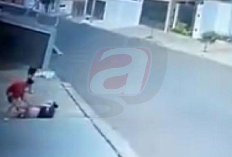 Mulher é agredida em tentativa de assalto no Jardim Ricetti; veja o vídeo