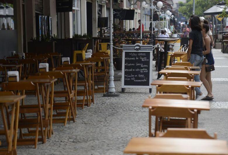 Governo de SP libera abertura de bares e restaurantes até às 22h