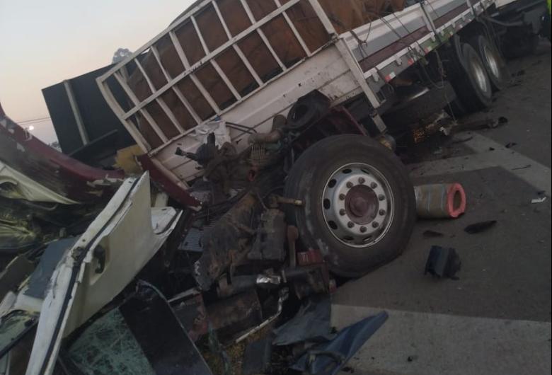 Caminhoneiro morre em acidente na Washington Luis