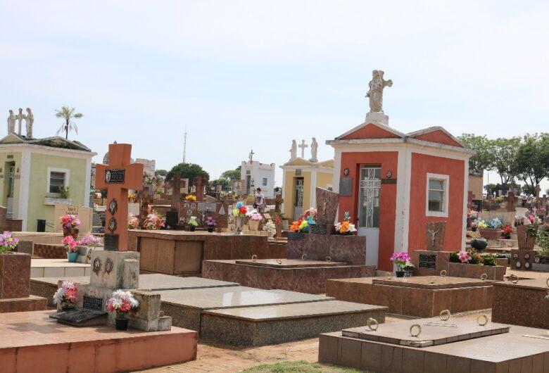 Cemitérios municipais estão fechados para visitação neste domingo (9), Dia dos Pais