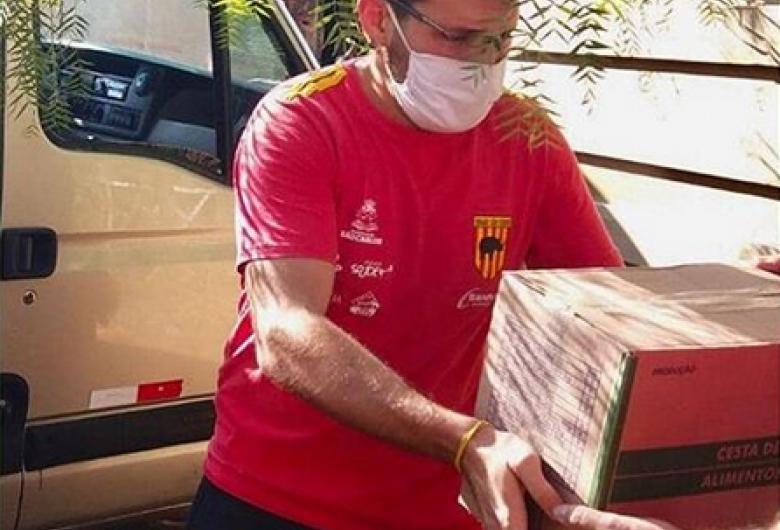 Equipe de rugby de São Carlos realiza doação de máscaras
