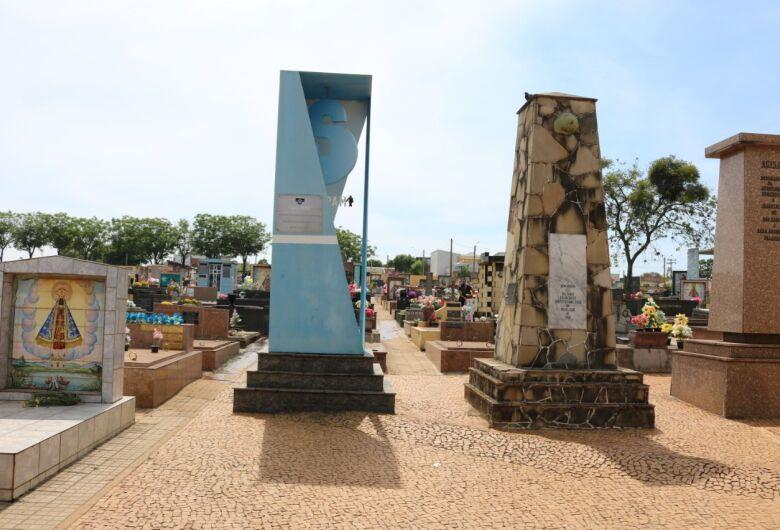 Cemitérios municipais permanecem fechados para visitação no feriado de 15 de agosto