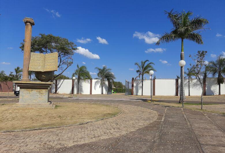 Cemitério municipal de Ibaté estará fechado para visitação no Dia dos Pais