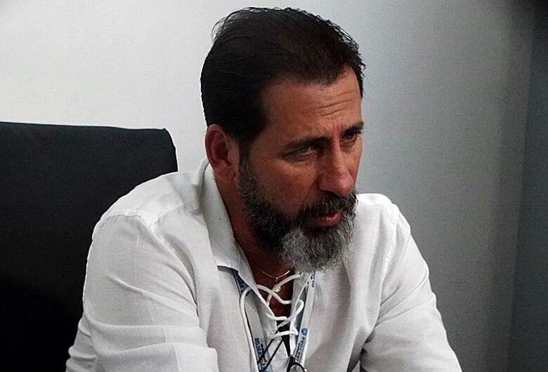 Após apresentar sintomas, secretário de saúde faz teste para coronavírus