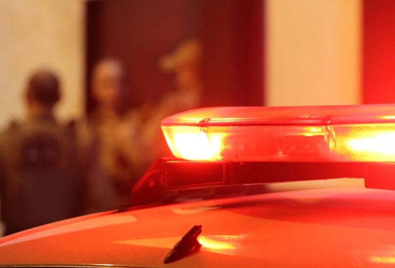 Motorista é assaltado após parar no acostamento para apanhar chapas na SP-215