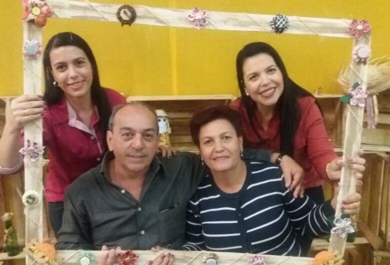 """""""Ele é nossa referência, nosso melhor amigo"""", afirmam as dedicadas filhas Daniele e Daiane"""