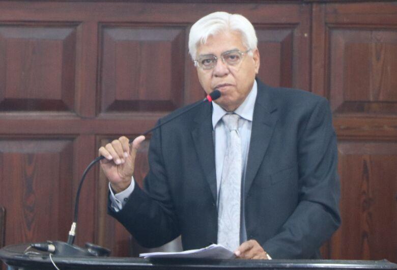 Vereador Azuaite faz apelo pela revisão da política de tributos sobre medicamentos