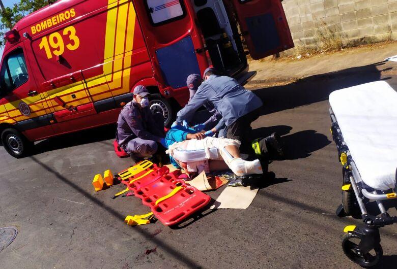 Motoboy sofre fraturas após se envolver em colisão no Santa Maria