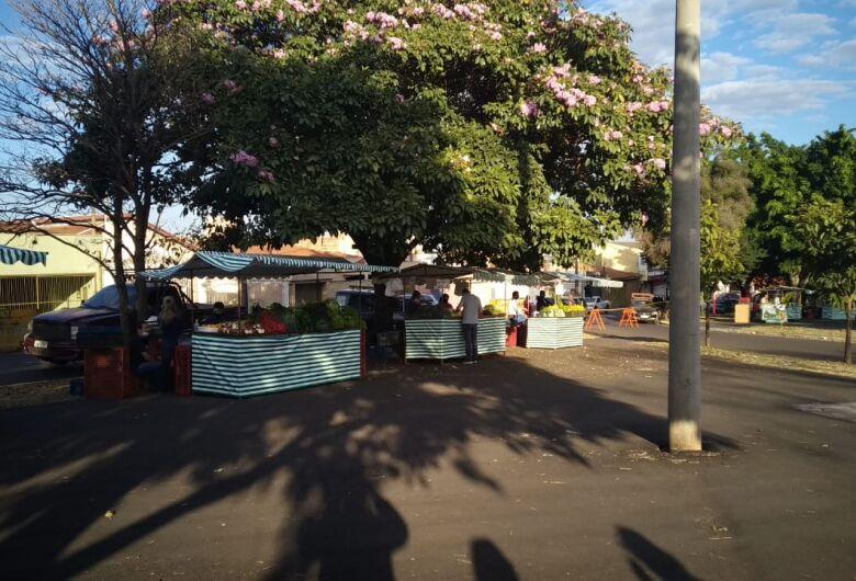 Fiscais acompanham retorno de feira livre em São Carlos