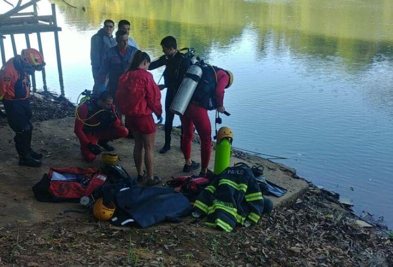 Jovens morrem após carro despencar no Rio Pardo