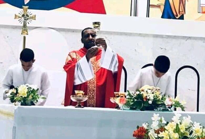 Padre João, vítima da Covid-19, é homenageado no Fantástico