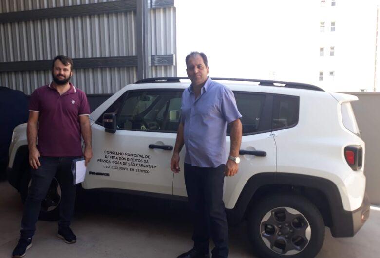 Vereador Sérgio Rocha viabiliza entrega de veículo para São Carlos