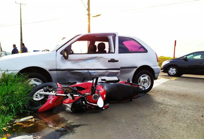 Adolescente é socorrida inconsciente após colisão entre carro e moto no Botafogo