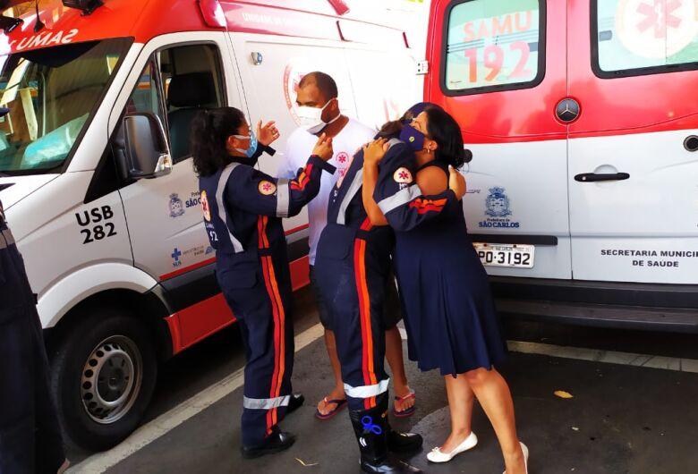 Emoção e gratidão marcam alta hospitalar de socorrista do Samu que venceu a Covid-19