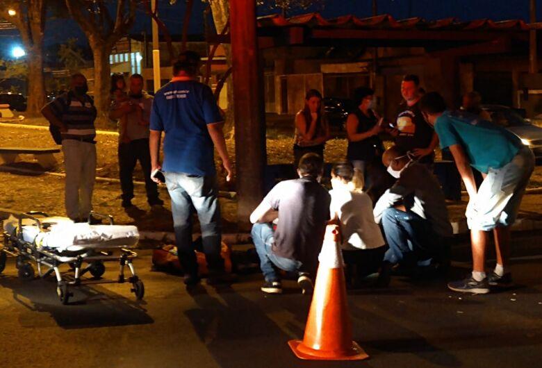 Motociclista sofre fratura após colidir na traseira de carro