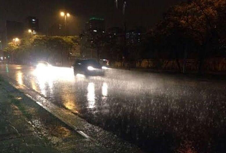 São Carlos registra chuva forte durante a madrugada