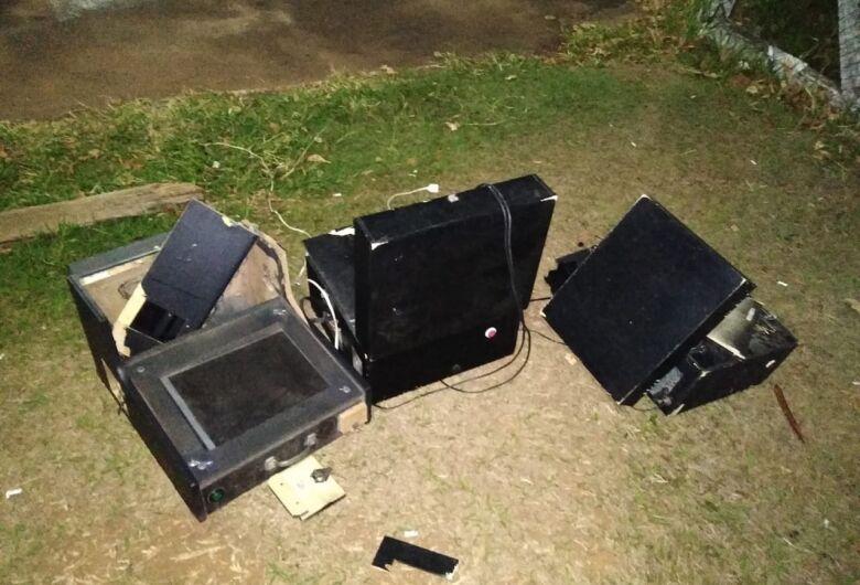 PM encontra máquinas caça-níqueis em depósito de bebidas no Cidade Aracy