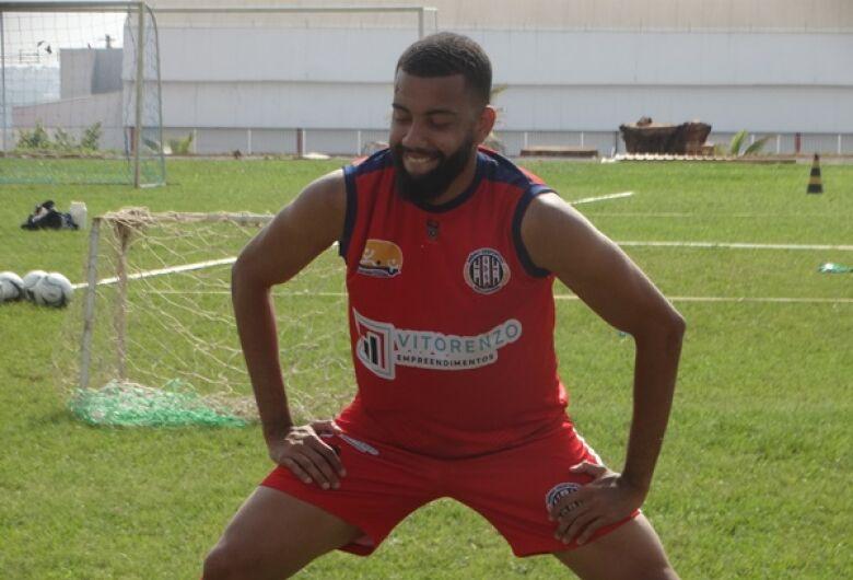 Luiz Henrique chega com vontade para ser o 'xerife' da zaga gremista