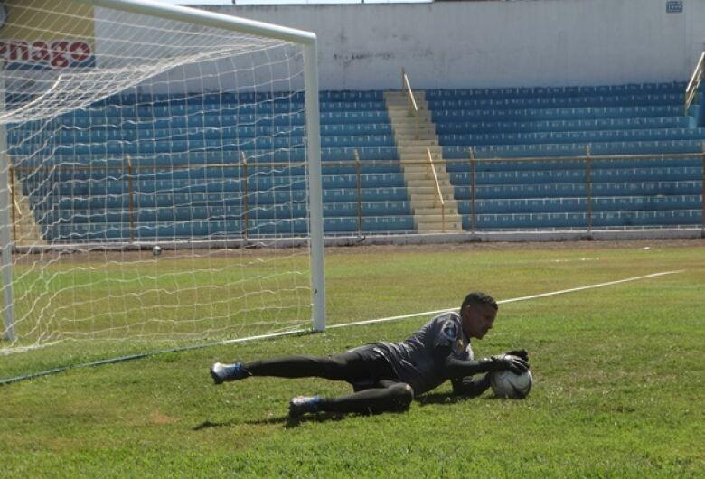 """Goleiros do Grêmio """"correm contra o tempo"""""""