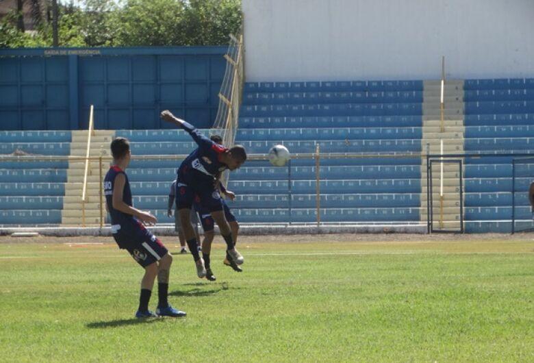 Em busca de reforços, Grêmio encara Amparo em jogo-treino